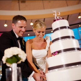 wedding-cake-cutting