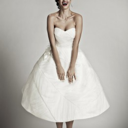 how-to-choose-wedding-dress-according-to-figure-pear